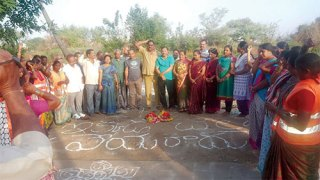 Corporator-along-with-the-colony-people-and-sanitation-workers-playing-Bathukamma