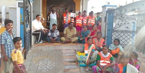 Corporator-staging-a-dharna-in-front-of-violators-house