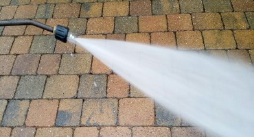 image of jet washing , pressure washing www.cleaning-service.uk.com