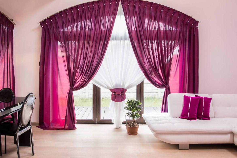 Với rèm cửa sổ, nên giặt khô hay giặt nước?