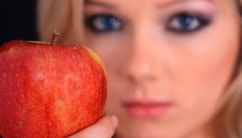How to Get Rid of Sagging Eyelids Naturally? | Blogging Hub