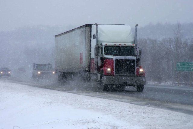 truck-snowy-weather