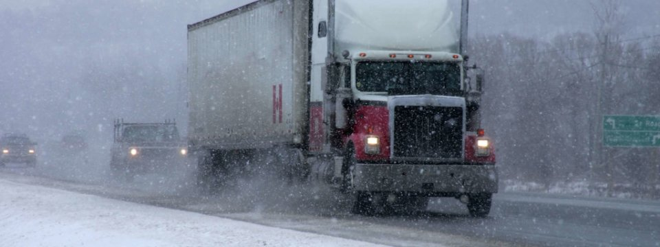 truck-snowy-weather