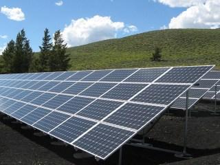 solar panels generate power