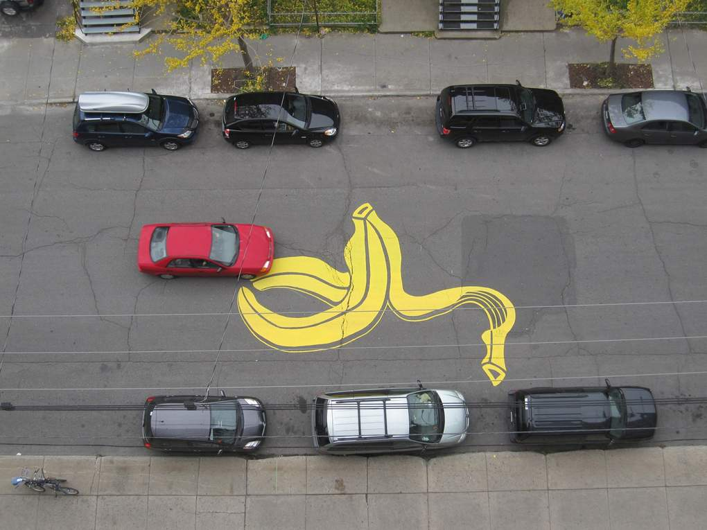 bananenschil op de straat