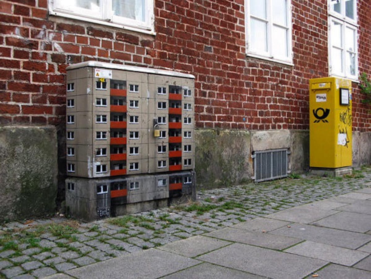 Flatgebouw op elektriciteitskast