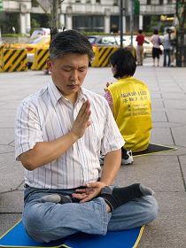 陈可仁在台北一零一景点发正念