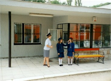 Znalezione obrazy dla zapytania children on duty budapest