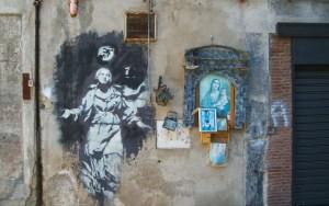 Banksy, Madonna con la pistola, Napoli, Forcella