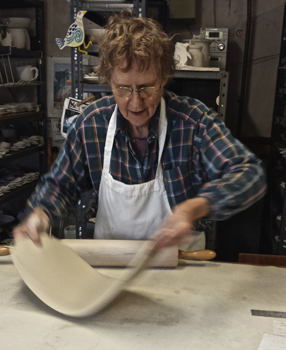 Liz Hyde shows us how she puts her leafy designs on her bowls and platters.