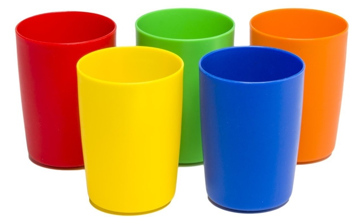 Cool idea: use bright plastic kiddie cups to organize colored pencils by shade at coloring night.