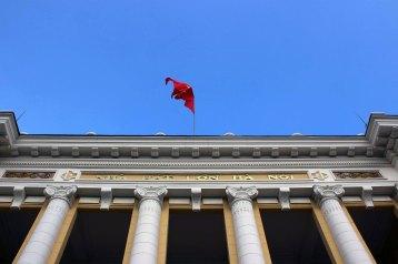オペラ座にはためくベトナム国旗