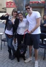A descolada empresária de moda Silvia Dunka e seu noivo Thiago Dunker, acompanhados da Dra Dálila Silva, veterinária que cuida do cachorro do casal o Labrador, Bartolomeu de 3 anos