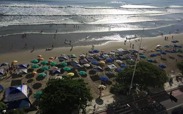 Faixa de areia da praia de Balneário Camboriú está sendo loteada