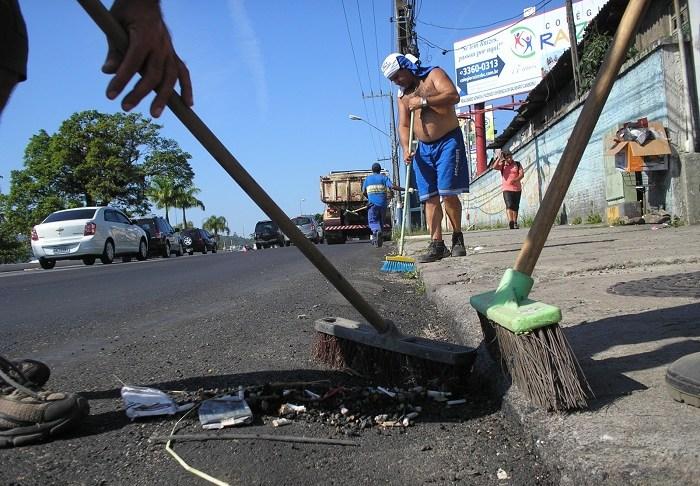 Limpeza das vias BC 27 12 13 Foto Celso Peixoto 8