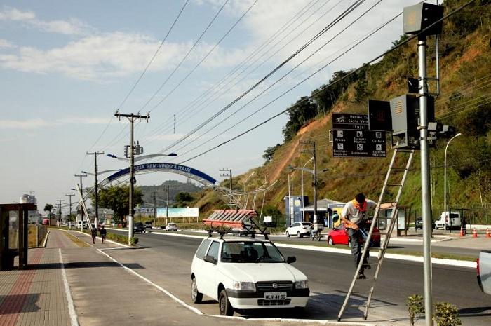 Radar de fiscalização de velocidade muda de lugar