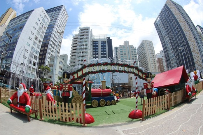 Montagem Praça Brilhos natal bc 151216 foto Silvia Bomm 37
