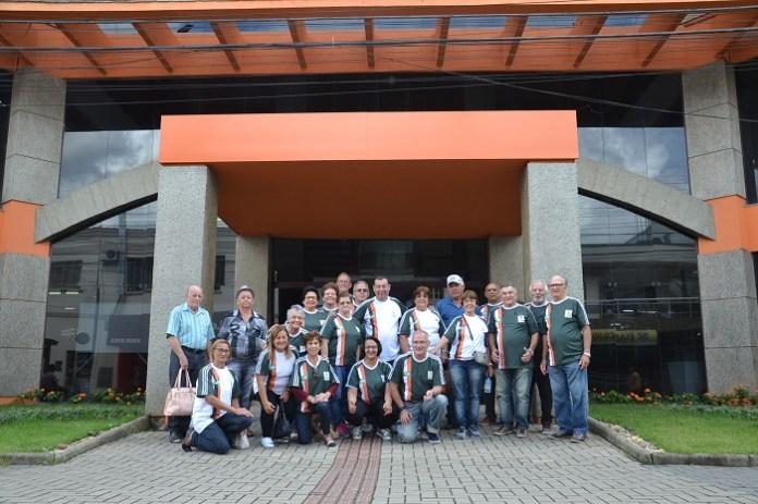Delegação camboriuense da 3ª idade embarca para Porto Belo