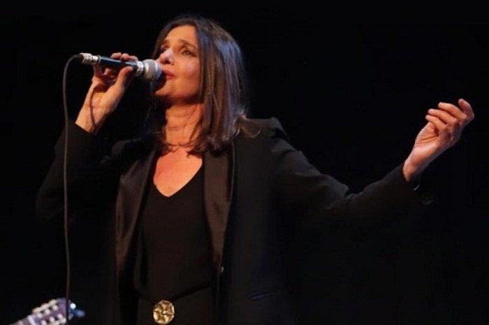 cantora considerada a revelação do tango argentino se apresenta no Teatro Municipal de Itajai