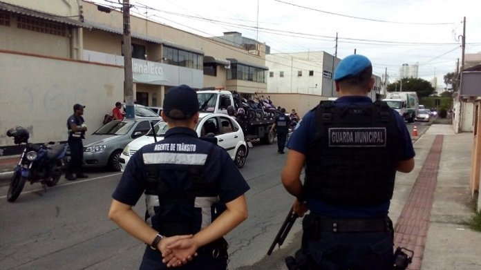 patrulhamento na Rua Corupá
