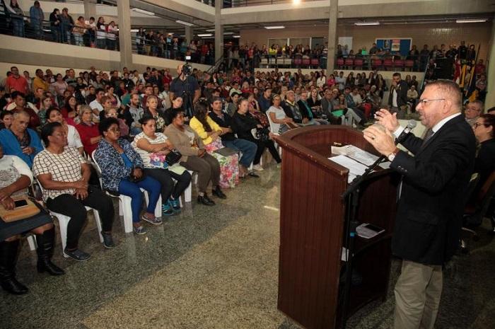 62 Famílias recebem escritura no lançamento da segunda etapa do Plano de Regularização Fundiária de Itajaí