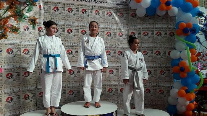 Equipe da ACAJ trouxe para casa 3 ouros 4 pratas e 2 bronzes. Camboriú tem escolinha gratuita de judô