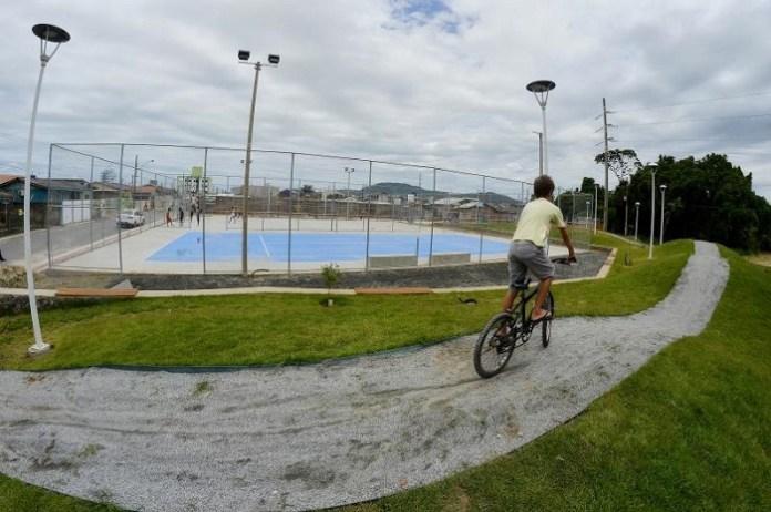 Praça e quadra de tênis serão inauguradas neste sábado