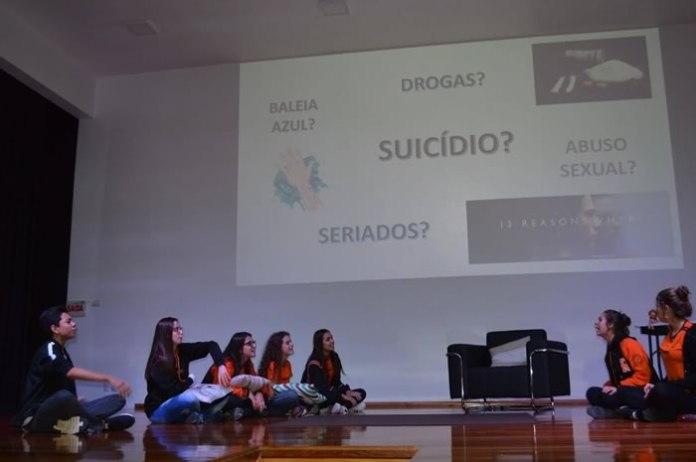 Teatro trata de prevenção ao suicídio