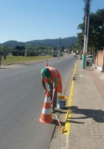Departamento de Trânsito revitaliza pinturas para melhorar segurança nas vias de Camboriú