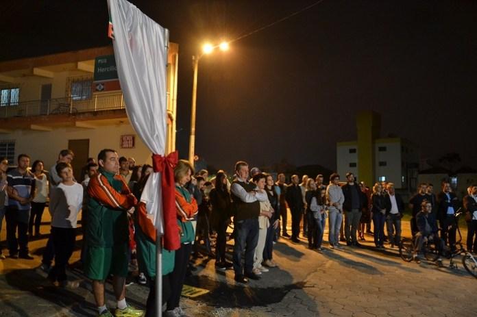 Emo%C3%A7%C3%A3o e homenagens marcam a entrega da Rua Jair Gervasio Gica %C3%A0 comunidade