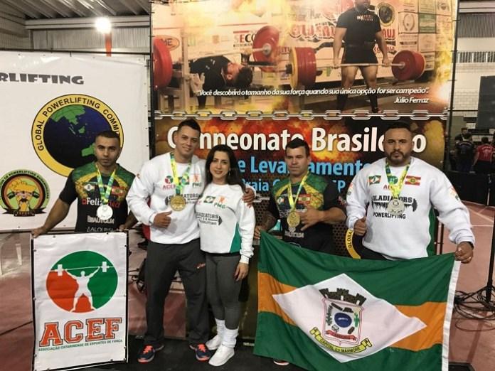 Equipe de Camboriú vence categorias em campeonato de levantamento de peso
