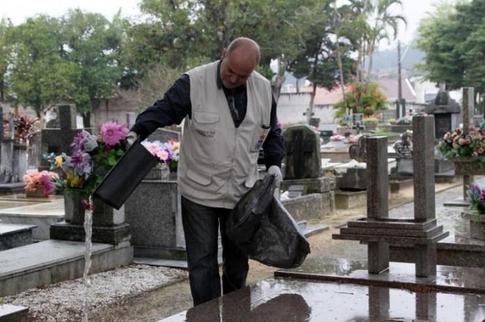 Município reforça ações de prevenção à dengue nos cemitérios