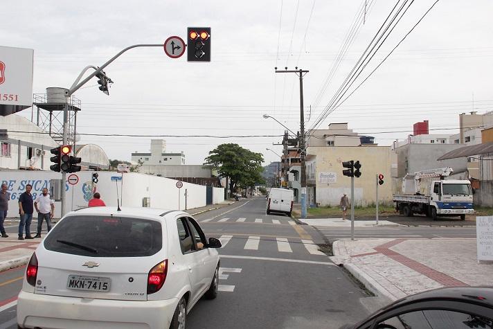 Semáforo Dom henrique com Dom Felipe 11 10 17 Foto Celso Peixoto 16 Copy