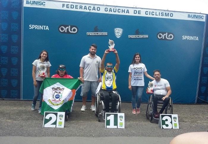 Paratleta de Camboriú fica em segundo lugar durante prova de handbike