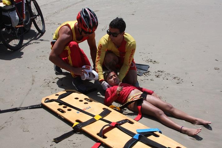 simulado sobre atendimentos de emergência na praia