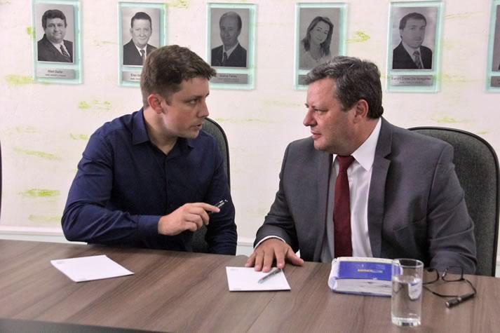 11 12 17 Prefeito Fabrício Oliveira e prefeito Élcio