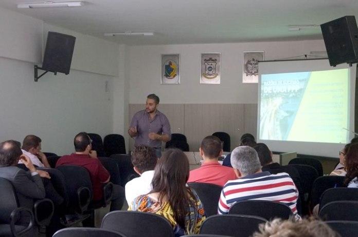 Vereadores participam de palestra com especialista em Parcerias Público Privadas