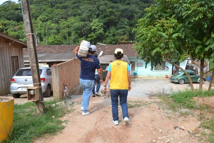 Associação internacional entrega 200 cestas básicas para famílias de Camboriú atingidas pelas chuvas