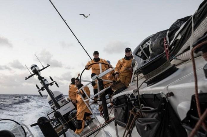 Barco de brasileira abre vantagem na Volvo Ocean Race