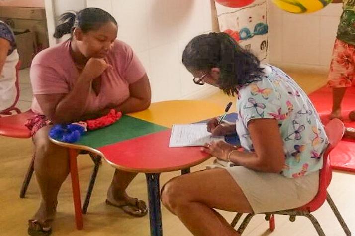 CEI realiza entrevista com familiares de alunos itajai edited