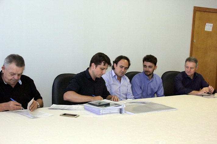 Gabinete entrega projeto reestruturação orla 26 02 18 Foto Ivan Rupp 133