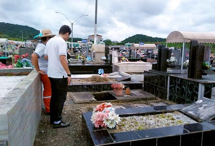John Lenon denuncia situação do Cemitério