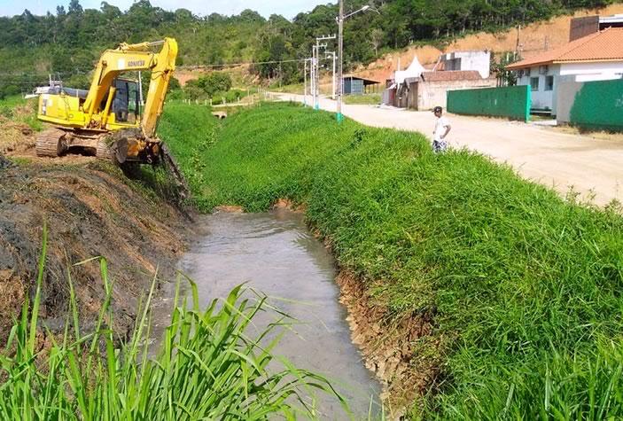 limpeza de canais de drenagem e rios
