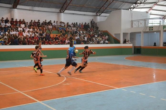 Adolescentes representam Camboriú nos Jogos Escolares de Santa Catarina