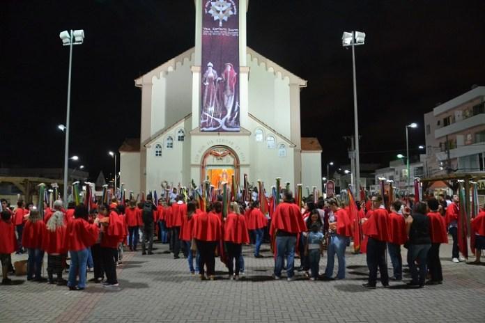 Encontro das bandeiras oficializa a abertura da 151ª Festa do Divino
