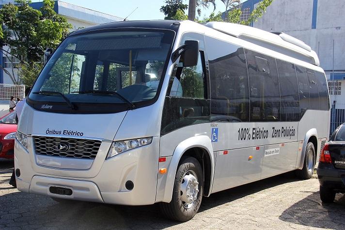 Micro ônibus elétrico é testado em Balneário Camboriú