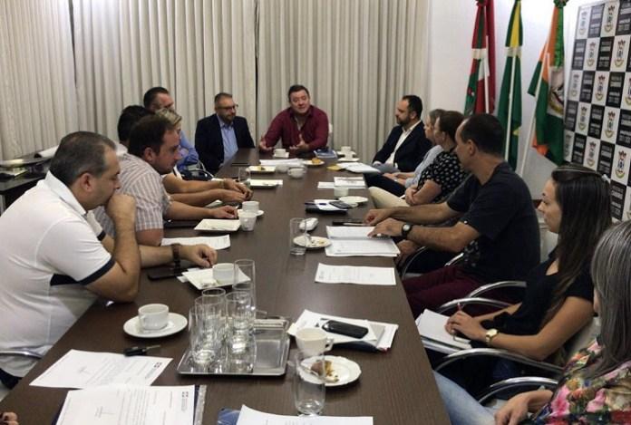 Prefeito de Camboriú e secretariado recebem visita do prefeito de Itajaí