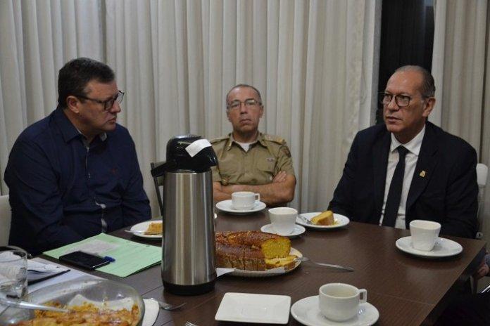 Reunião promove debate sobre segurança pública com Secretário de Estado em Camboriú