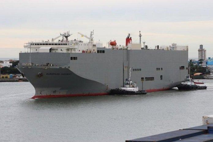 Porto de Itajaí recebe segundo desembarque de importação de veículos