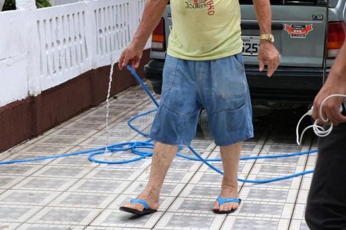 Emasa notifica imóveis que estavam desperdiçando água em Balneário Camboriú